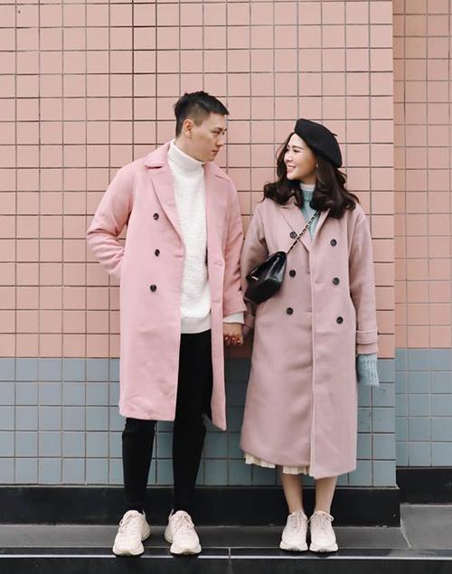 Kiên Hoàng và Heo Mi Nhon là cặp đôi đình đám trong giới fashionista Hà thành. Cả hai đang là chủ của một chuỗi cửa hàng thời trang được yêu thích dành cho giới trẻ. Phong cách của hai người vì thế mà cũng trở thành hình mẫu, nguồn cảm hứng cho các teen.