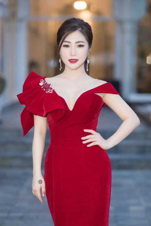 Ca sĩ Hương Tràm.