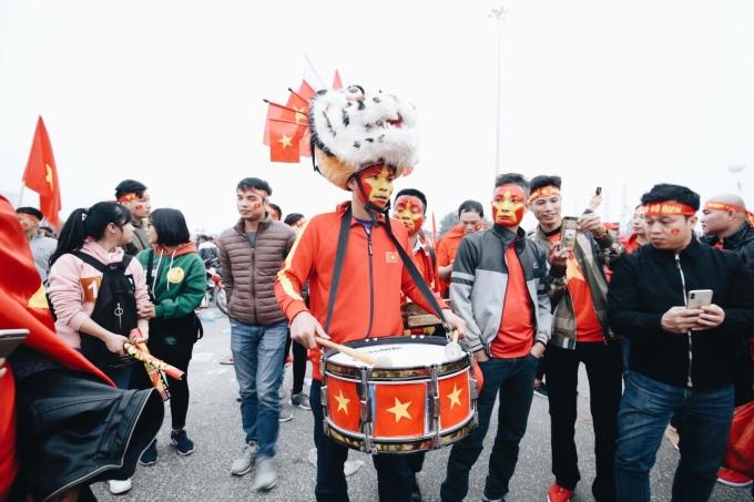 Muôn kiểu hóa trang ấn tượng đi xem bóng đá của CĐV Việt Nam