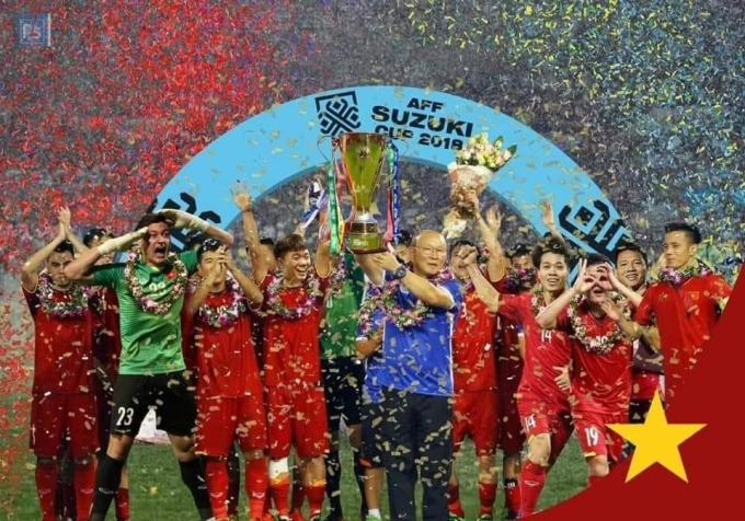 <p> Ảnh chế ĐT Việt Nam nâng cúp AFF Cup 2018 đã thành hiện thực.</p>