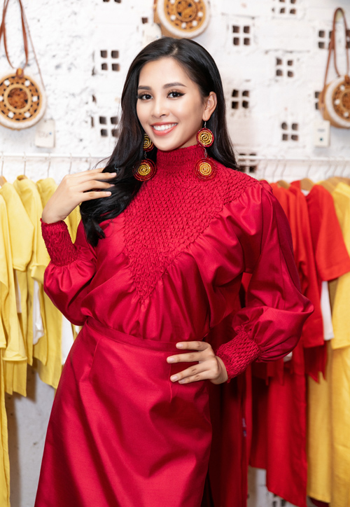 Tiểu Vy tất bật chạy show làm vedette sau khi trở về từ Miss World - 6