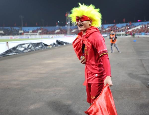 Quang Hải ăn mừng kute vô đối trên sân.