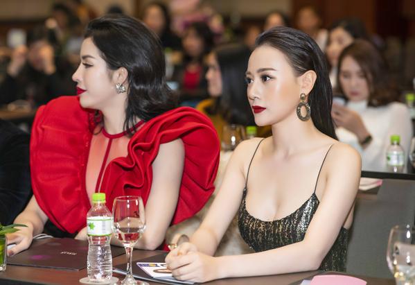Khoảng 14h30, Phương Oanh rời Lễ khai mạc Liên hoan phim Hàn Quốc - Việt Nam để đến nơi diễn ra sự kiện tiếp theo là một khách sạn 5 sao trên đường Lý Thường Kiệt.