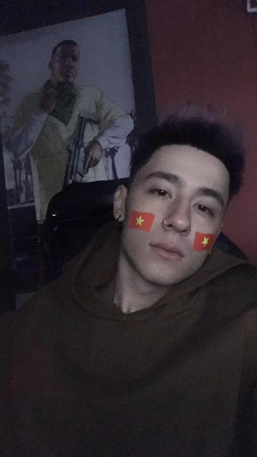 Michal Danuta là con lai Việt Nam - Ba Lan, tên tiếng Việt là Nguyễn Việt Thiện, hiện đang là người mẫu tự do kiêm thợ xăm hình tại thành phố Hồ Chí Minh. Anh chàng là gương mặt khá đình đám trong cộng đồng mạng với hơn 45.000 lượt theo dõi trên Facebook.