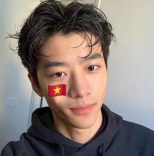 Một trai đẹp ngoại quốc khác cũng lọt vào mắt xanh của cộng đồng mạng trong đợt bão vừa qua chính là Yangyi Hoang, người Đài Loan. YangYi hiện đang sinh sống và học tập tại thủ đô Paris, Pháp.