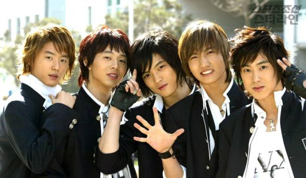 DBSK những ngày đầu debut với ca khúc Hug.