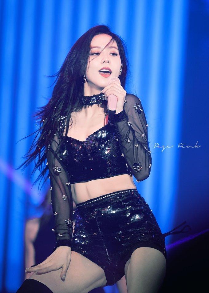 """<p> Tuy cơ bụng không đẹp xuất sắc, thân hình Ji Soo vẫn cân đối. Cô nàng được dự đoán sớm được xếp vào danh sách những idol có cơ bụng số 11 """"xịn xò"""" nhất.</p>"""