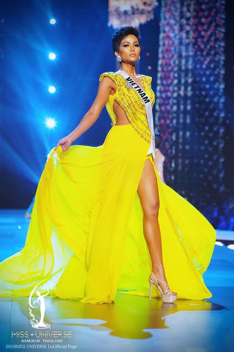 Phần trình diễn ấn tượng của HHen Niê tại Miss Universe 2018.
