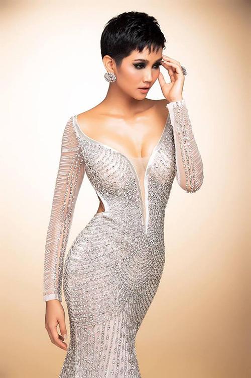HHen Niê diện chiếc váy trong bộ ảnh trước khi thi Miss Universe.