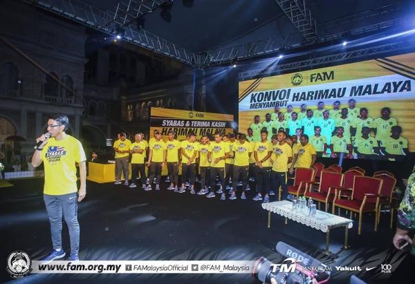 Tuyển Malaysia được CĐV chào đón như người hùng ngày trở về dù thua cuộc - 7