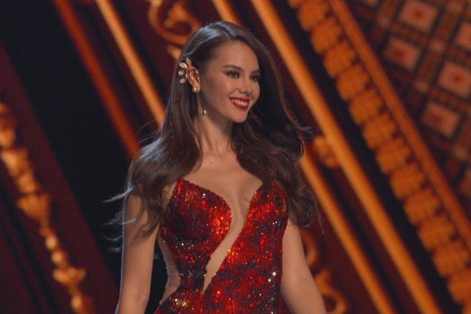 <p> Trải qua các phần thi Bikini, Trang phục dạ hội, Ứng xử trong chung kết, Catriona Gray - người đẹp đến từ Philippines - là thí sinh được gọi tên cho vương miện Miss Universe 2018. Đây là lần thứ tư đại diện đến từ Philippines đăng quang cuộc thi sắc đẹp uy tín này.</p>