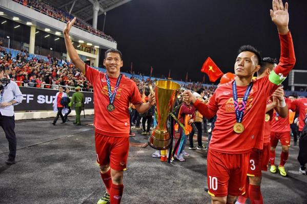Lão tướng Anh Đức (trái) và Văn Quyết không góp mặt trong Asian Cup 2019 tới.