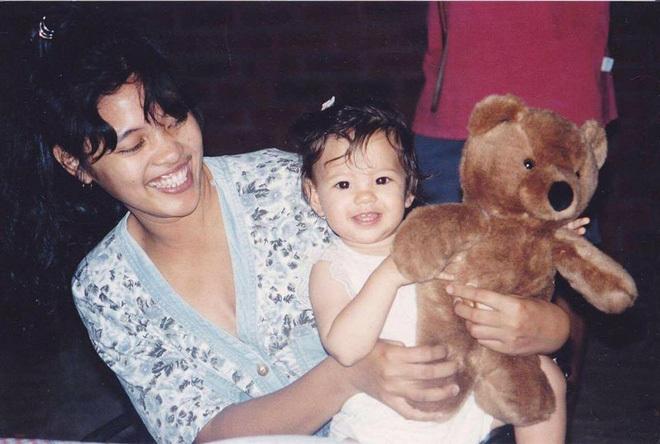 <p> Suốt những năm tháng thơ ấu, người đẹp sinh năm 1994 sống tại Australia. Cô chuyển về Manila - quê mẹ - sau khi hoàn thành trung học.</p>