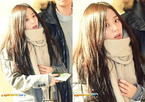 Ji Soo nhận nhiều lời khen ngợi với mặt mộc. Nữ thần nhà YG có nét đẹp trong sáng, đầy nữ tính. Khuôn mặt khi không trang điểm càng khẳng định vị trí visual của Ji Soo trong Black Pink.