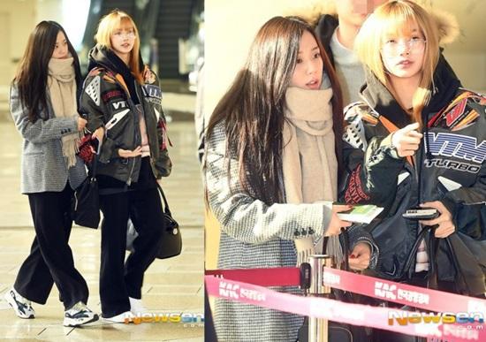 Hai thành viên Black Pink đều chọn kiểu quần ống suông, thoải mái khi di chuyển ở sân bay. Ji Soo giữ ấm bằng khăn quàng cổ to sụ.