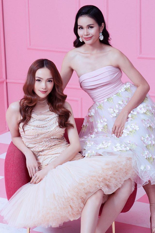 <p> H'Bella H'Đok (Bella - phải) là một trong các thí sinh thuộc team Minh Hằng tại The Face 2018. Cô gái này sinh năm 1992, là một nữ phóng viên lấn sân người mẫu.</p>