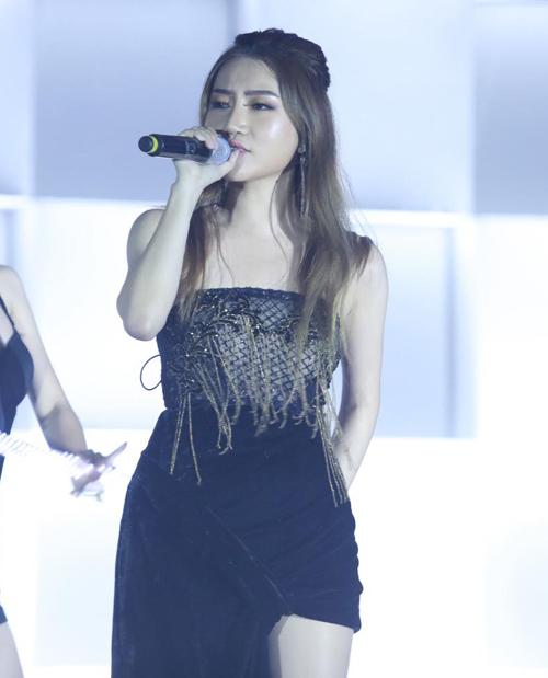 Vừa trở về sau danh hiệu Nghệ sĩ châu Á mới xuất sắc (Best New Asian Artist) tại lễ trao giải MAMA 2018 của Hàn Quốc