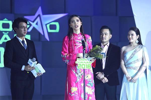 Minh Tú nhận giải Ngôi sao Thời trang.
