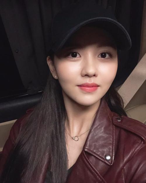 Nữ diễn viên Kim Soo Hyun được bình chọn là Tài khoản có sự tăng trưởng vượt bậc trong năm 2018 nhờ thường xuyên cập nhật, chia sẻ và tương tác với fan.