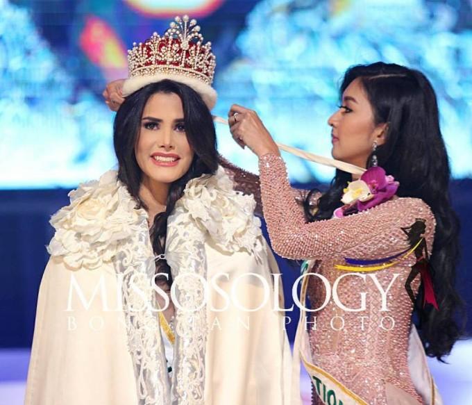 <p> Miss International 2018 chứng kiến sự lên ngôi của đại diện Venezuela - Mariem Velazco. Cô chiến thắng vào đúng ngày sinh nhật tròn 20 tuổi. Mariem Velazco cao 1,8m, có kỹ năng catwalk điêu luyện cùng phong thái giao tiếp bản lĩnh. Tại quê nhà, cô từng hoạt động trong lĩnh vực người mẫu.</p>