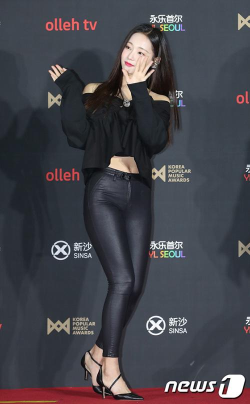 Dường như Yeon Woo đã tăng cân đáng kể, cặp đùi mũm mĩm hơn trước.