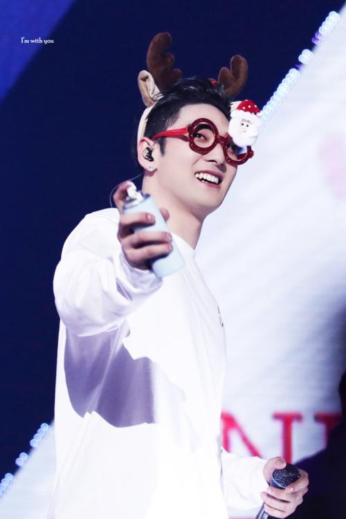 Mạnh mẽ và nam tính nhưng Baek Ho vẫn có nhiều khoảnh khắc đáng yêu đốn gục trái tim của fangirl,