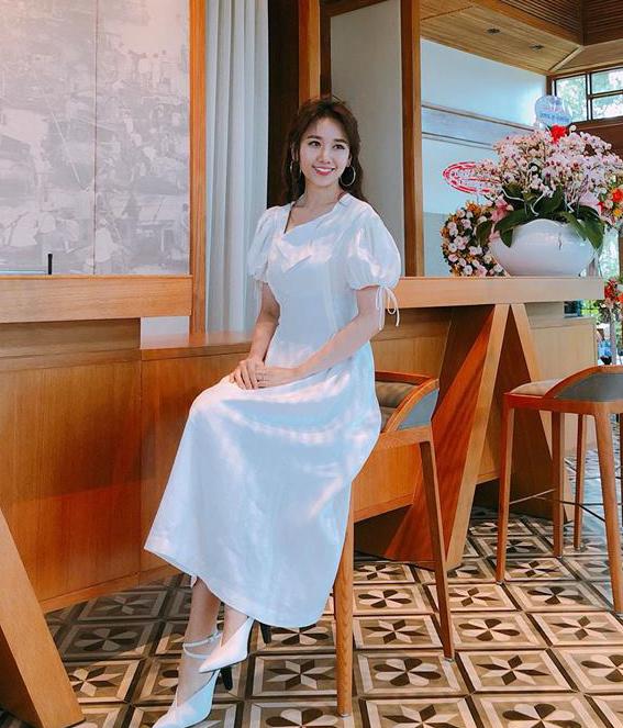 """<p> Từ một """"thảm họa thời trang"""", Hari Won hóa quý cô kiêu sa, sành điệu nên càng được lòng người hâm mộ.</p>"""