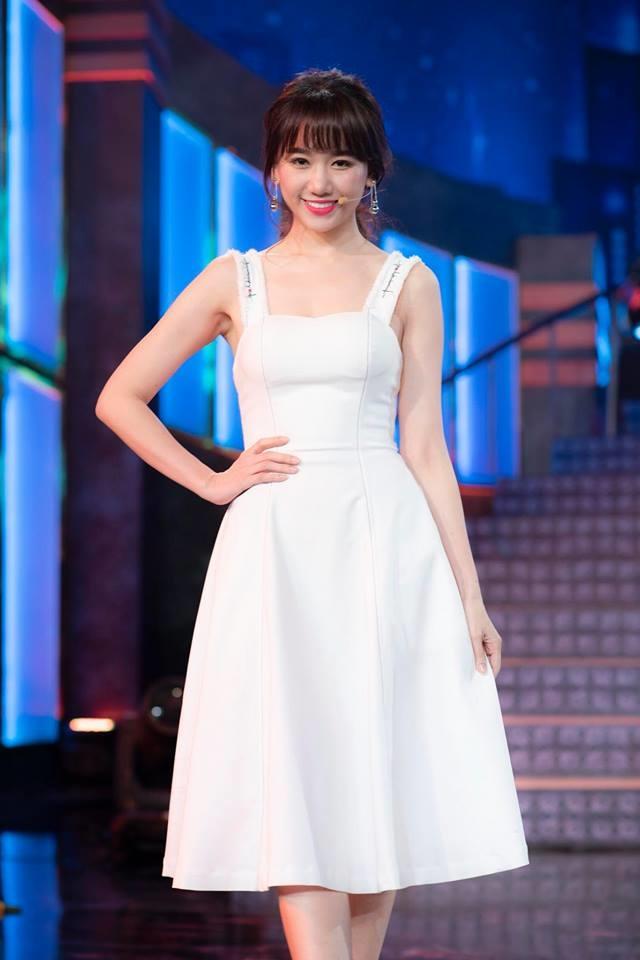 <p> Với vẻ đẹp tinh khôi, dịu dàng, Hari Won trông càng thu hút khi diện các kiểu váy cocktail màu trắng.</p>