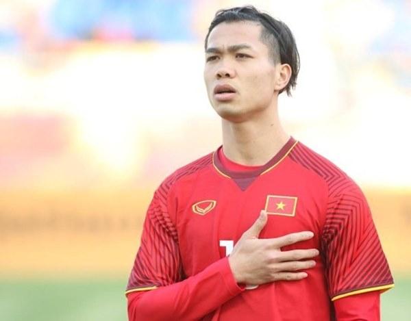 Cựu đội trưởng U19 Việt Nam từng để kiểu tóc cực lãng tử. Tuy nhiên nhiều người hâm mộ nói vui, anh bận tập luyện quá không có thời gian cắt tóc, cạo râu nên mới có diện mạo... như này!
