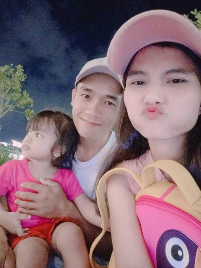 <p> H'Min Niê cùng chồng và con gái.</p>