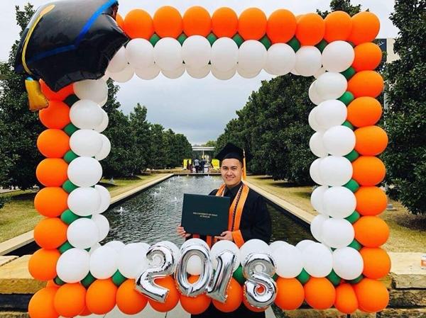 Con trai Hoài Linh trong ngày tốt nghiệp.
