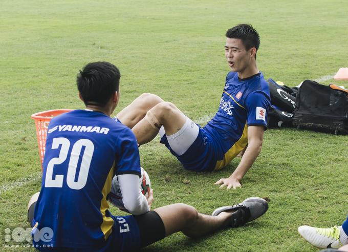 <div> Duy Mạnh là một trong 3 trung vệ được HLV Park Hang-seo sử dụng liên tục ở AFF Cup 2018. Cùng Đình Trọng và Quế Ngọc Hải, bộ ba trung vệ tạo thành hàng thủ mạnh, đóng góp vai trò quan trọng cho chức vô địch bóng đá Đông Nam Á của Việt Nam.</div>