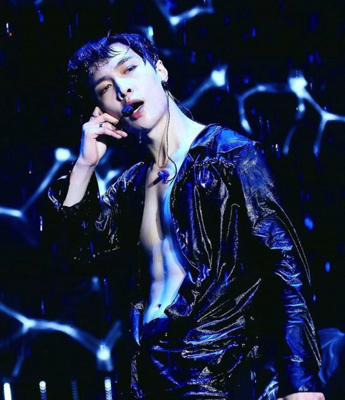 Lay (EXO) rất chuyên nghiệp khi biểu diễn.