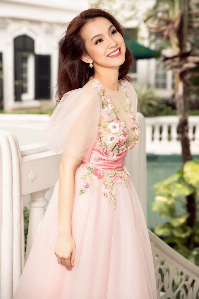<p> So với thời điểm mới đăng quang 10 năm trước, Thùy Lâm không có nhiều khác biệt. Cô vẫn trẻ trung và ngày càng quyến rũ, mặn mà.</p>