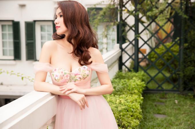 <p> Đã 10 năm kể từ khi Thùy Lâm thi Miss Universe và lọt vào Top 15 chung cuộc. Trong thời gian dài, cô là đại diện Việt Nam duy nhất có thành tích ở cuộc thi nhan sắc này cho đến khi có thành tích của H'Hen Niê.</p>