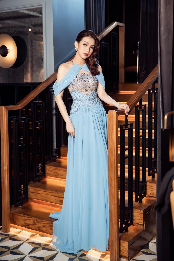<p> Thời gian qua, cô tập trung vun vén, chăm lo hạnh phúc gia đình. Hoa hậu chỉ nhận lời tái xuất ở một số sự kiện thời trang của bạn bè thân thiết.</p>