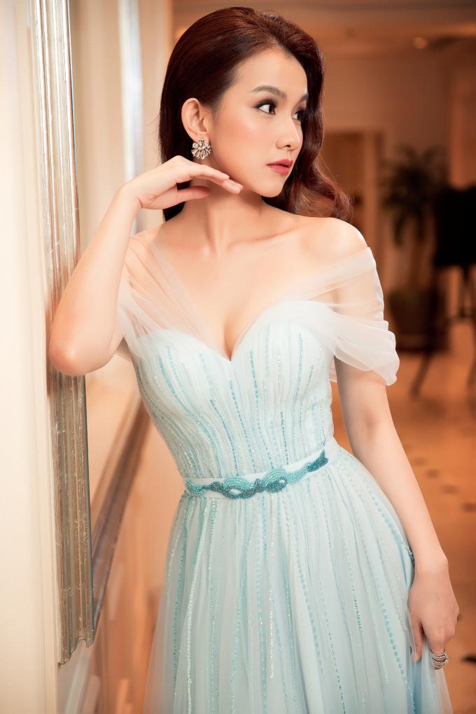 Thùy Lâm đẹp sắc sảo sau 10 năm thi Miss Universe