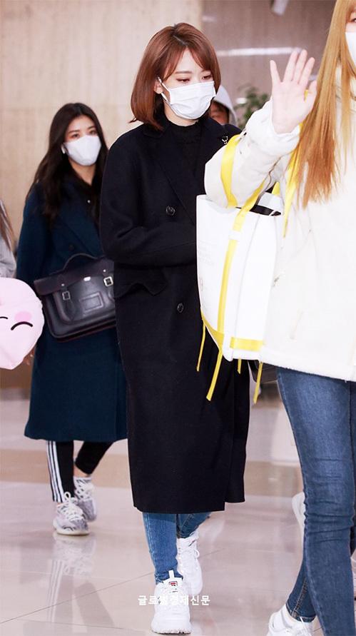 Sakura ngày càng tiến bộ trong cách phối đồ. Cô nàng đã hoàn toàn chuyển sang phong cách Hàn Quốc.