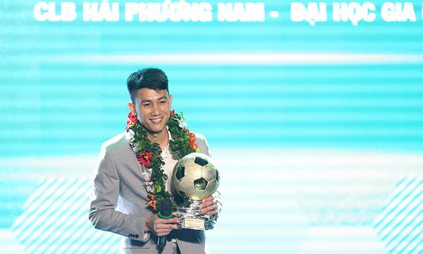Vũ Quốc Hưng đoạt Quả Bóng Vàng Futsal Quốc Hưng.