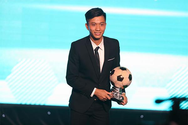 Quang Hải đoạt danh hiệu Quả bóng vàng Việt Nam 2018 - 2