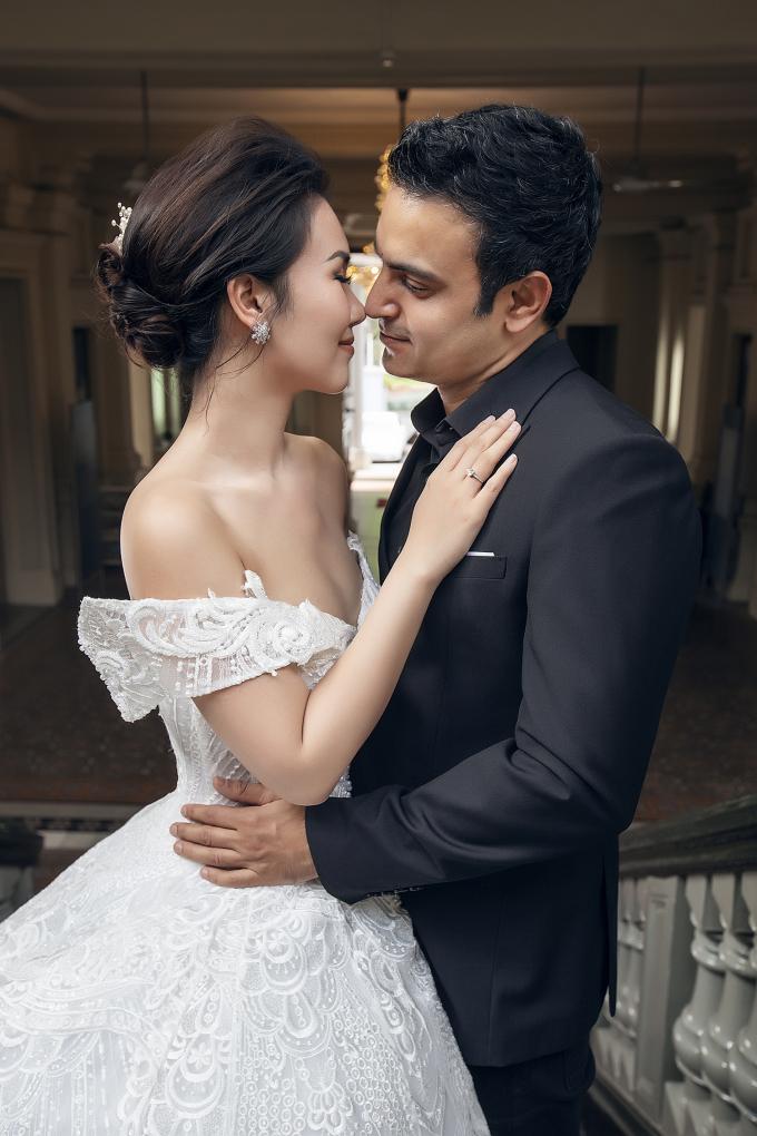 Võ Hạ Trâm tung ảnh cưới ngọt ngào với bạn trai Ấn Độ