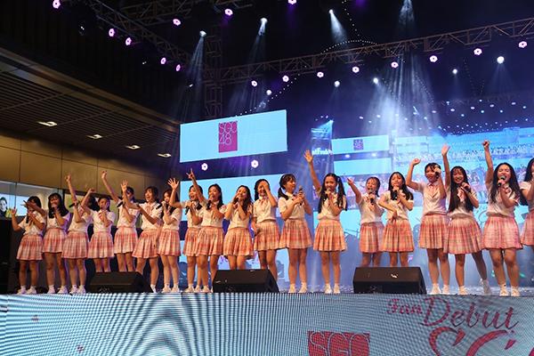 Tối 22/12, sân khấu ra mắt thế hệ nữ thần tượng đầu tiên của dự án SGO48 - nhóm nhạc chị em của AKB48 tại Việt Nam diễn ra tại TP HCM. SGO48 là nhóm nhạc tập trung 28 thành viên có độ tuổi từ 12-17 tuổi. Hầu hết các thành viên đều là những bạn học sinh chưa từng nổi tiếng, không có kinh nghiệm sân khấu, ca hát, nhảy múa...