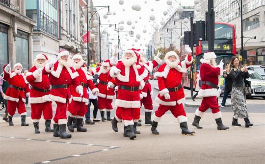 Không phải ai cũng có đủ khả năng để hóa thân thành ông già Noel.
