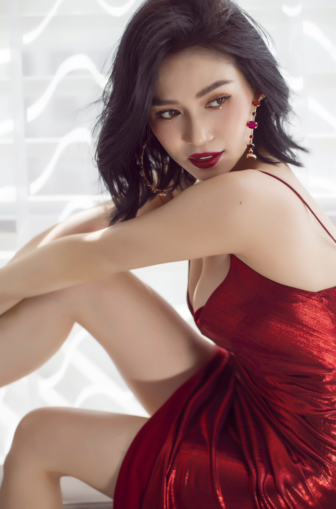 """<p> Sau những phản hồi tích cực về MV """"Lạc mất anh"""", Sĩ Thanh thực hiện bộ ảnh thời trang nhân mùa Giáng sinh. Nữ ca sĩ chọn phong cách gợi cảm.</p>"""