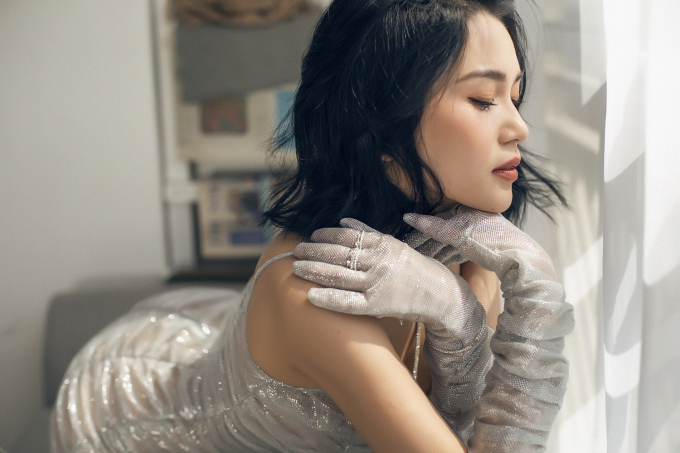 """<p> MV mới nhất mang tên """"Lạc mất anh"""" được Sĩ Thanh tung ra vào tháng 12 cho thấy sự nỗ lực và nghiêm túc của cô đối với sự nghiệp ca hát.</p>"""