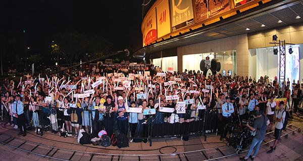 1.500 fan đã có mặt để cổ vũ nhóm nhạc.