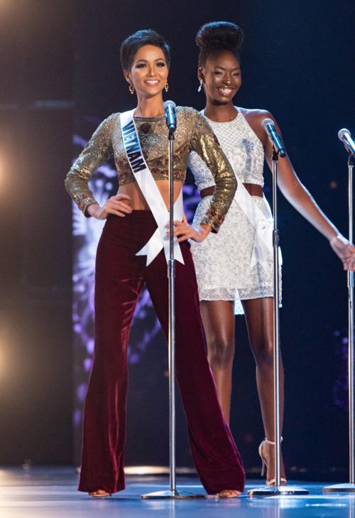Tiết lộ lý do HHen Niê là thí sinh duy nhất mặc quần trên sân khấu Miss Universe - 1