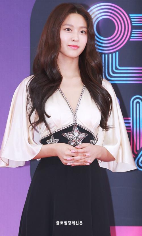 Seol Hyun bị chê kém sắc hơn idol mới sinh con trên thảm đỏ KBS Entertainment Awards [23/12 - 14:49]