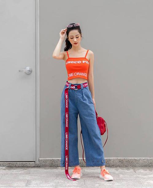Jun Vũ đổi gió phong cách, thay hình tượng nữ tính sexy quen thuộc bằng bộ cánh phối màu rực rỡ, kiểu dáng đầy ngổ ngáo.