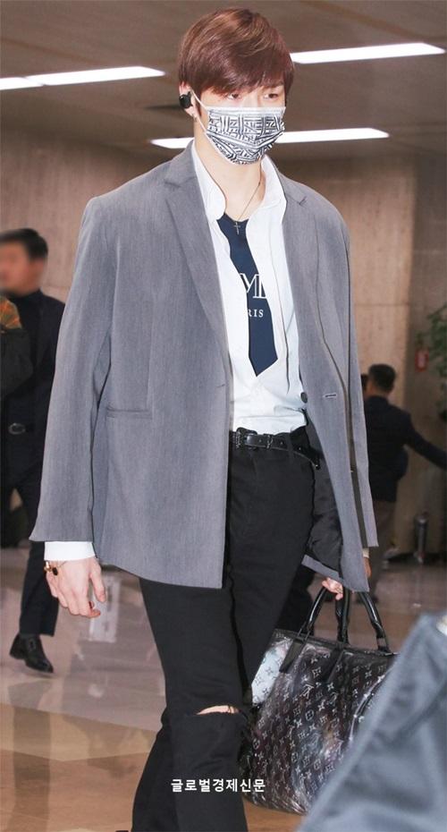 Khi về Hàn, Daniel xuất hiện vơi style lịch lãm hơn.